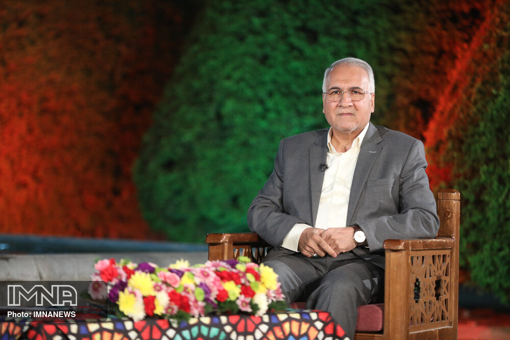 قول شهردار اصفهان به استاد فرشچیان: حافظ نظم و هارمونی شهر هستیم
