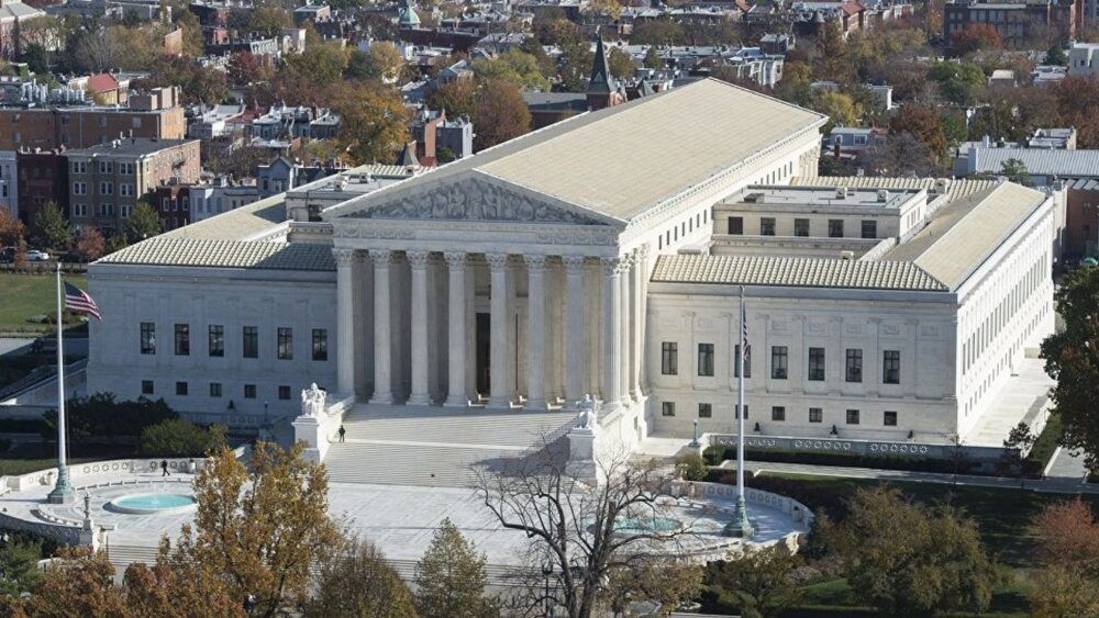 دیوان عالی آمریکا چیست و چگونه کار میکند؟