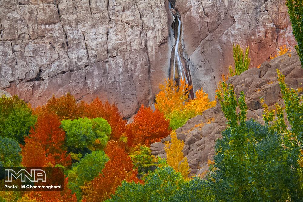 جشنواره رنگ ها در آبشار سمیرم
