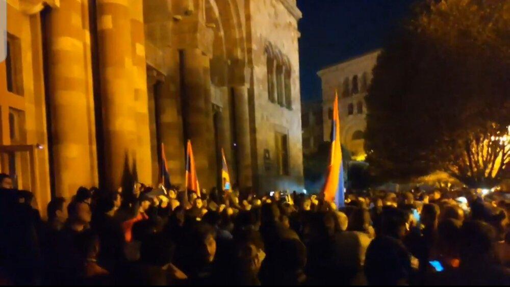 اعتراضات گسترده مردم ارمنستان برای قبول آتش بس قره باغ + فیلم