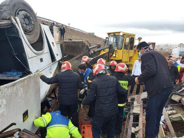 شناسایی یک نفر از اجساد حادثه واژگونی اتوبوس کارکنان پالایشگاه اصفهان