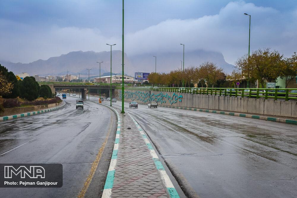 تردد روان در جادههای کشور و بارش باران در محورهای ۶ استان