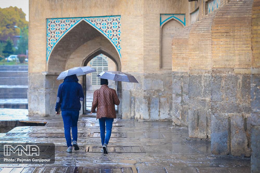 برف و باران مهمان آسمان اصفهان میشود