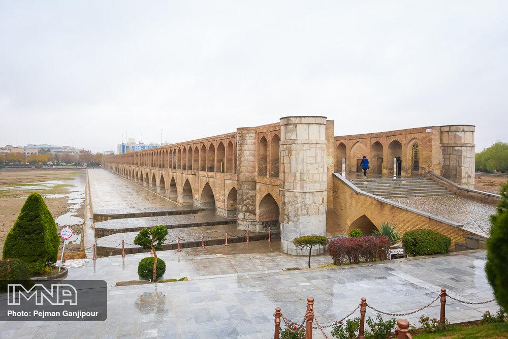 آسمان اصفهان بارانی میشود