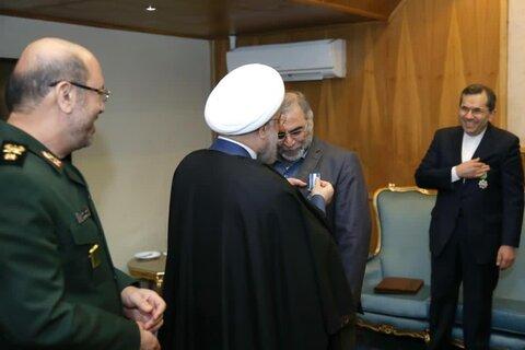نشان خدمت برجام بر سینه فخر ایران