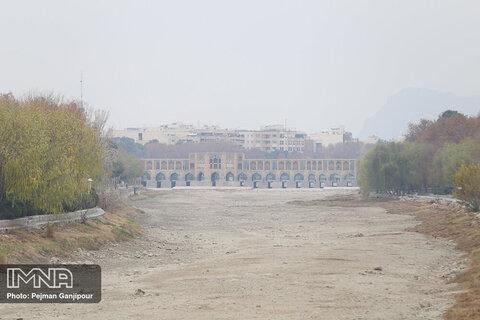 سرمای زیر صفر درجه در اصفهان/انباشت آلایندهها ادامه دارد