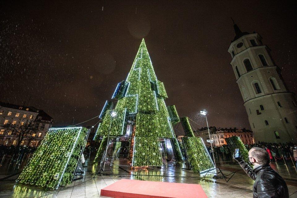 زیباترین درخت کریسمس اروپا بر پا شد