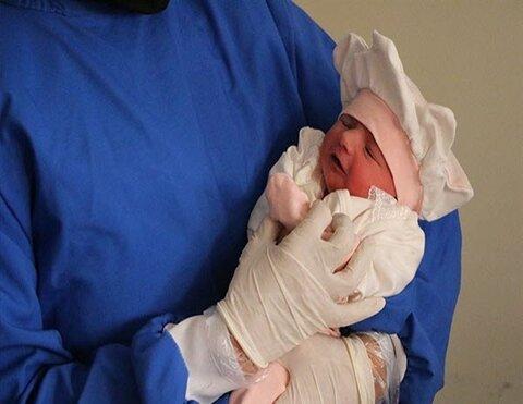 تولد نوزاد در منزل با کمک پرسنل اورژانس کاشان