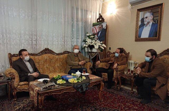 واعظی و ربیعی به منزل شهید فخریزاده رفتند