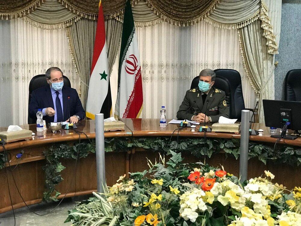 وزیر دفاع بر عزم ایران برای همکاری در بازسازی سوریه تاکید کرد