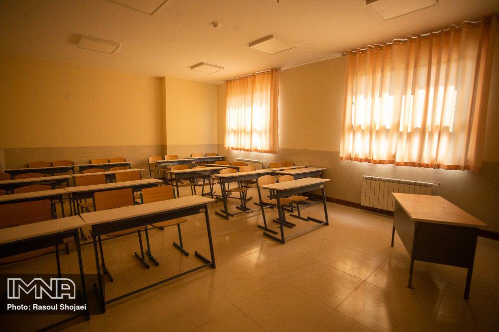 نگهبان تنهای مدرسه