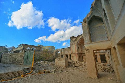تخریب بناهای قدیمی خطرساز  در شهر گلپایگان