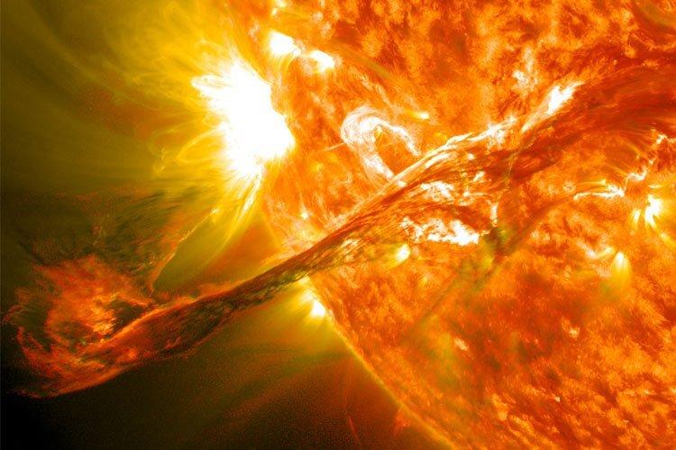 فعالیتهای تاج خورشید نشان دهنده چیست؟