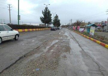تخریب آسفالت خیابانهای زرینشهر بر اثر تردد وسایل نقلیه سنگین
