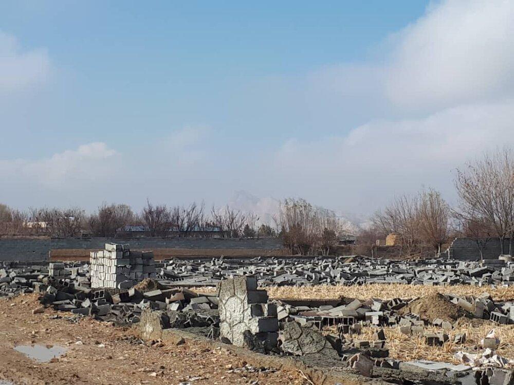 پاکسازی زمینهای خالی گرگان/ تخریب بنای غیرمجاز در شهرکرد