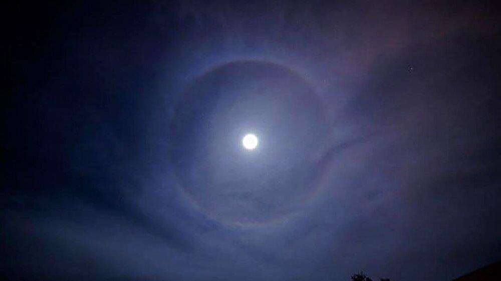 پدیده هاله ماه چیست و چگونه اتفاق میافتد؟ + عکس