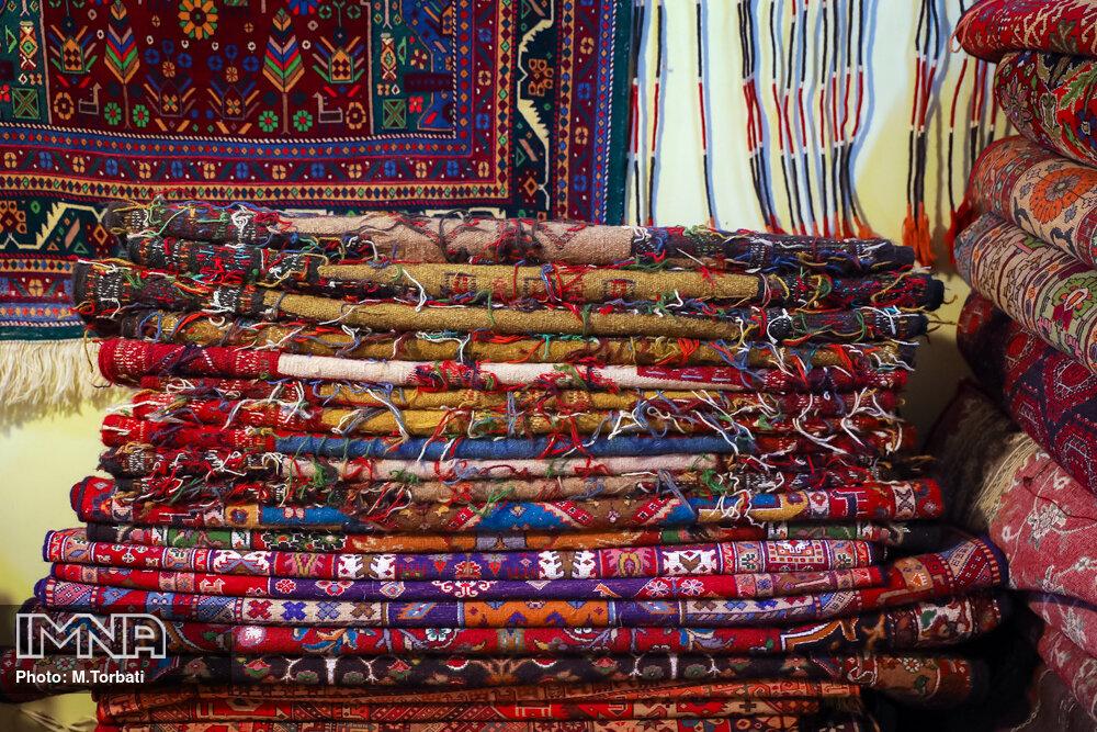 اصفهان از کانونهای تولید فرشهای دستباف است