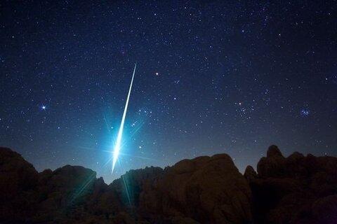امشب نگاهتان به آسمان باشد