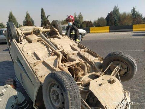 واژگونی یک دستگاه وانت در اتوبان شهید همت+عکس