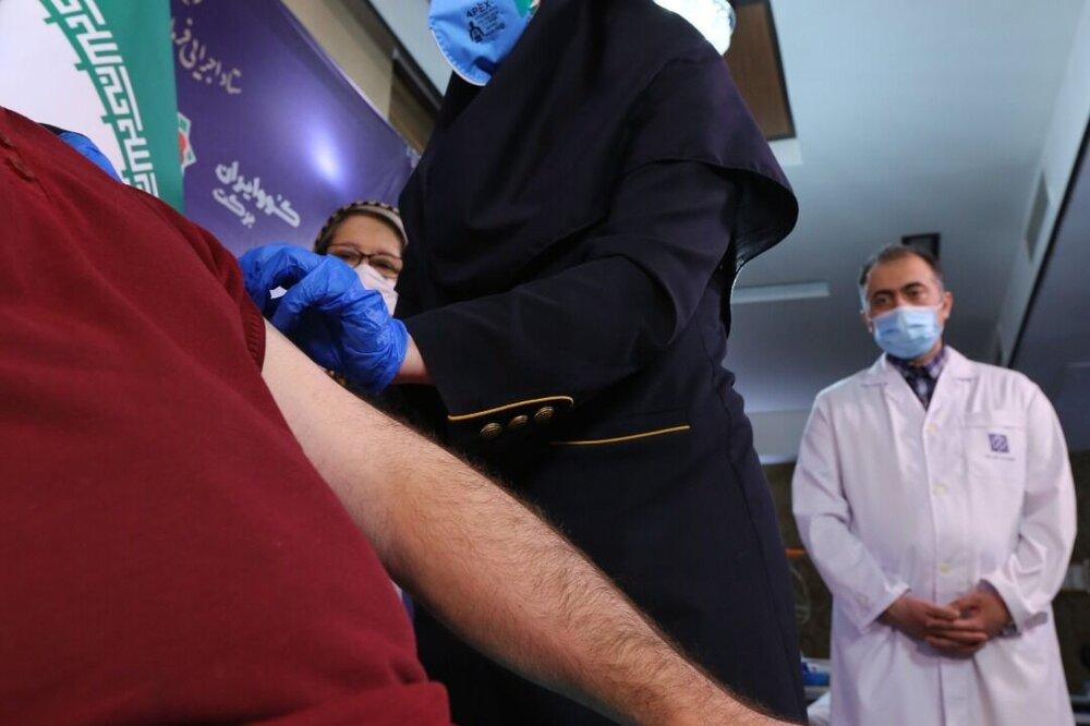 تزریق واکسن ایرانی کروناستاد اجرایی به دومین گروه از داوطلبان