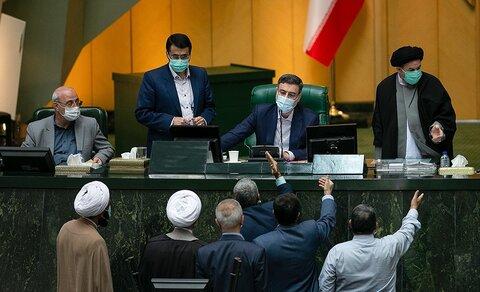 کارت زرد مجلس به وزیر علوم، تحقیقات و فناوری