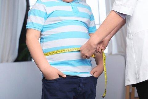 افزایش ۴۰ درصدی حجم و کالری مواد خوراکی یکی از علل چاقی کودکان