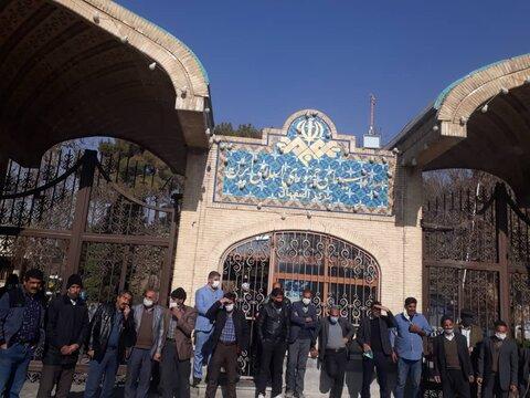 علت تجمع کشاورزان اصفهان در مقابل صدا و سیما چه بود؟