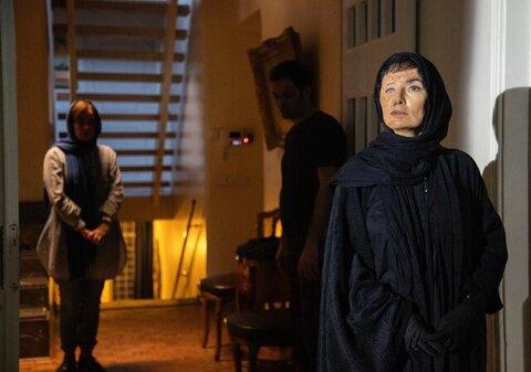آتنه فقیه نصیری با چهرهای سوخته در جشنواره فجر + عکس