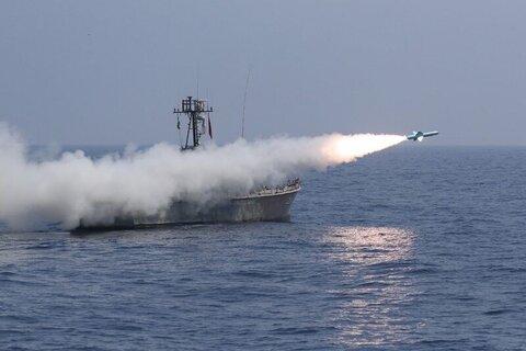 شلیک انواع موشکهای کروز دریایی در رزمایش اقتدار دریایی ۹۹ نداجا