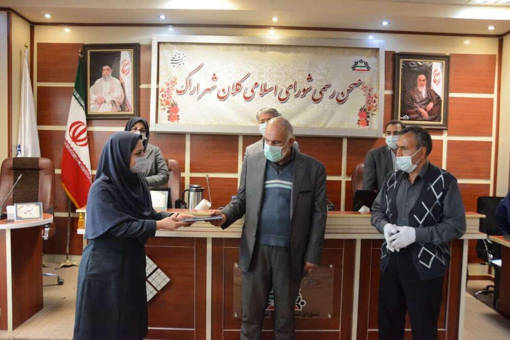 تقدیر شورای شهر اراک از راننده تاکسی امانتدار