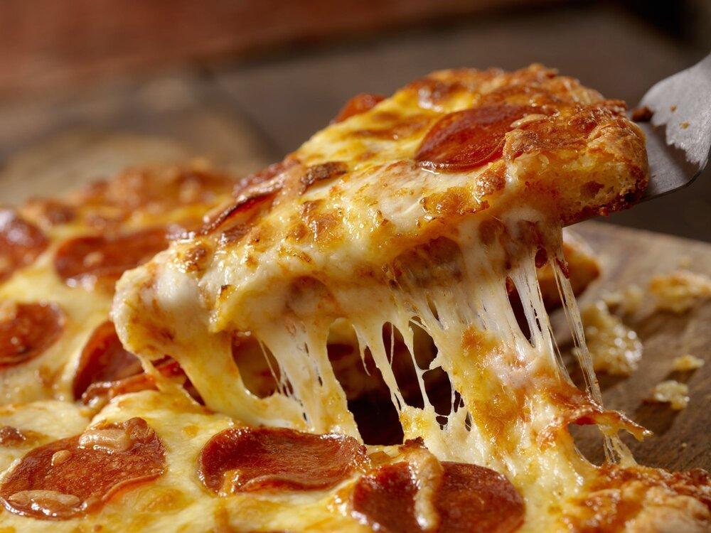 راز کش آمدن پنیر پیتزا / روش طبخ یک پیتزای خانگی خوشمزه