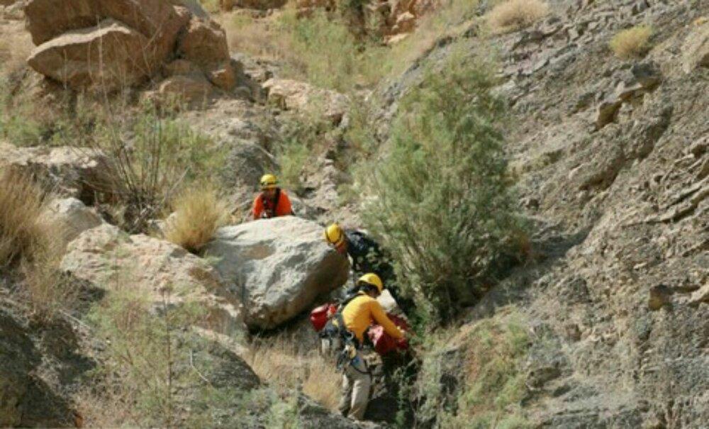 سقوط مرد جوان از ارتفاع ۱۰ متری کوهستان شاپورجان