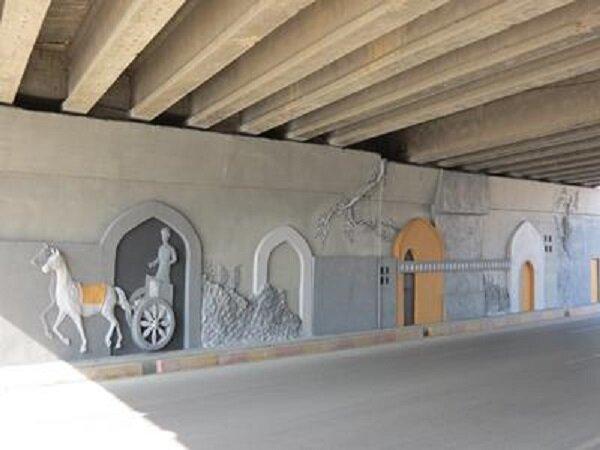 اجرای نقش برجسته بتنی بر روی دیوارهای پل دانشگاه آزاد قزوین