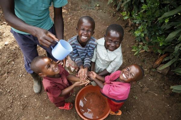 مبارزه با کرونا بدون دسترسی به آب پاک