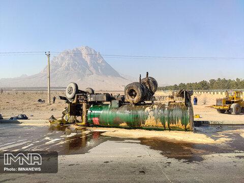 واژگونی تانکر بنزین در محور آزادگان
