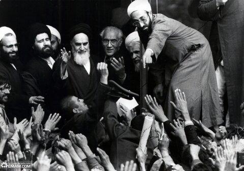 رهبر: امام (ره) اسلام را از غربت نجات داد