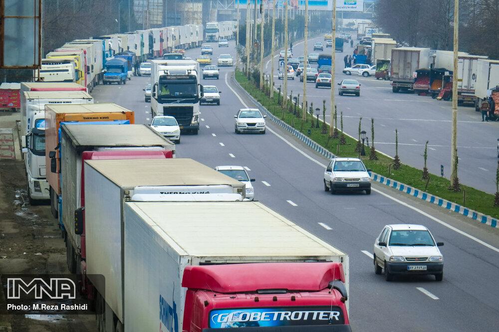 صف های طولانی کامیون های ترانزیتی در مرز آستارا