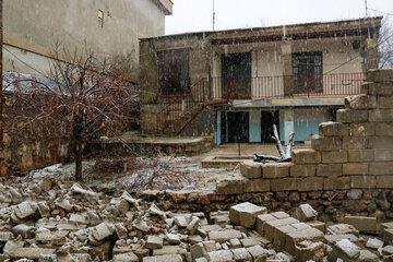 همراهی کادر درمان با زلزله زدگان دنا