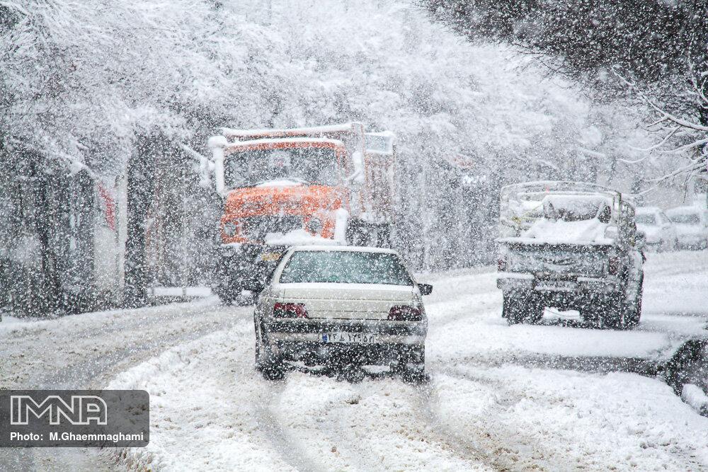 برف و کولاک در جادههای کشور/ محورهای مسدود در ۹ استان