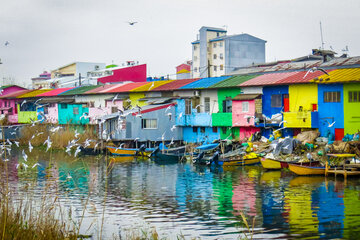 Bandar-e Anzali home to brightly coloured houses
