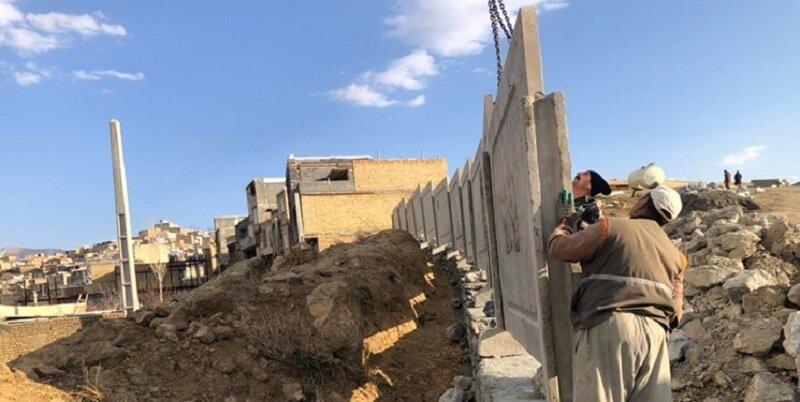 آغاز حصارکشی ۳۲ هکتار زمین آرامستان بهشت محمدی در سنندج