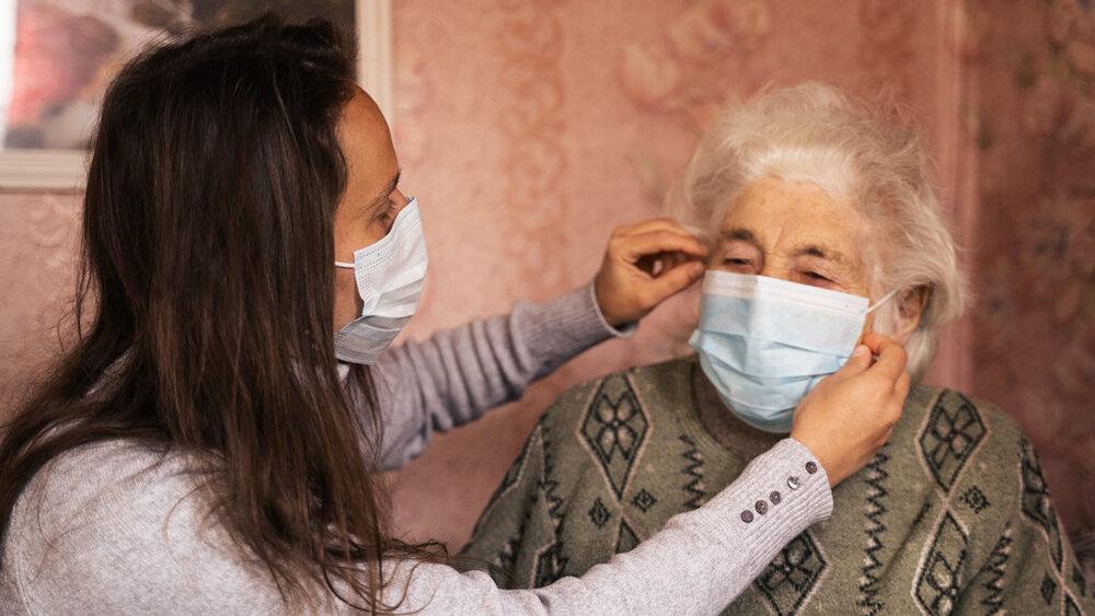 توزیع ماسک رایگان برای سالمندان در اسلواکی