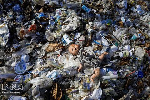 زبالههای انباشته شده در خلیجی در ریودوژانیرو