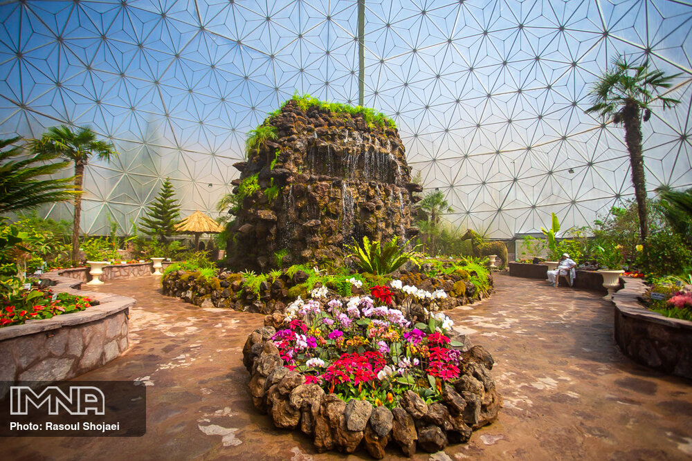بهره برداری از مجموعه گردشگری گیاهان گرمسیری باغ گلهای اصفهان