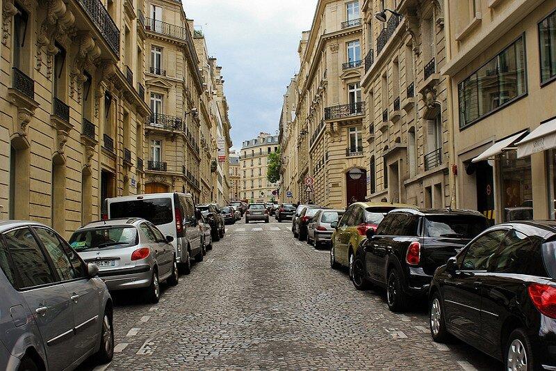 وفور پارکینگهای خودرو در عصر بحران مسکن + راه حل