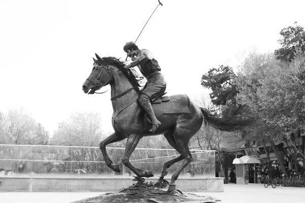 نماد چوگان در اصفهان نصب شد