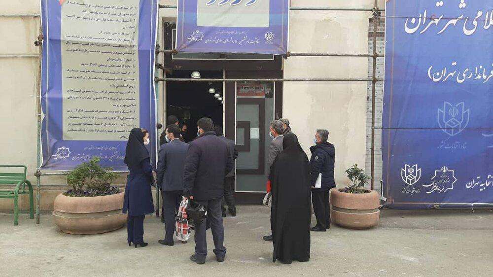 صف شلوغ ثبتنام شوراهای شهر تهران