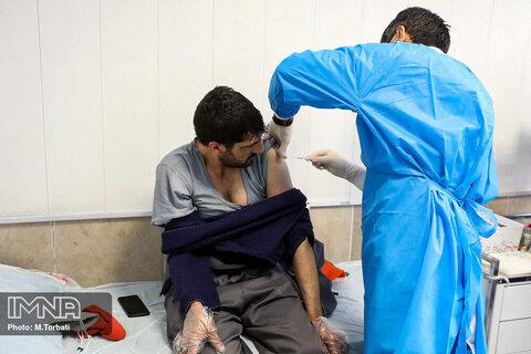 ۴۸ پاکبان شهرداری لاهیجان در مقابل کرونا واکسینه شدند