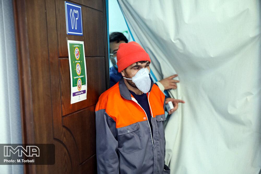 پاکبانان خدمات شهری کرج به مرحله دوم واکسیناسیون رسیدند