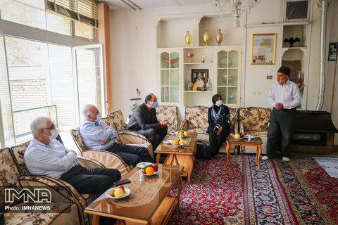 دیدار شهردار اصفهان با خانواده شهید حسین خبوشانی - اسفند 99